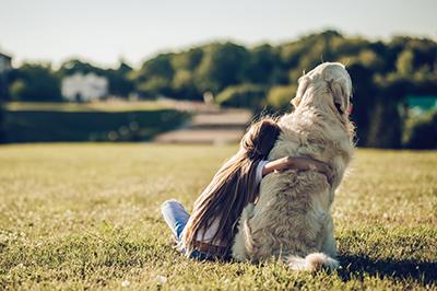 Immagine di bambina con cane